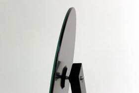 角度調整はタテ・横・ななめ自由自在。微調整ができて便利です。