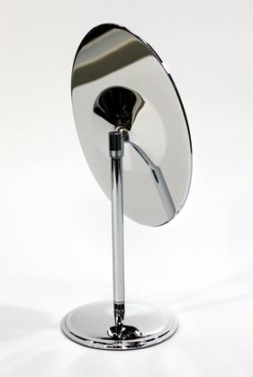 オーバル型ミラーでやさしい印象を、クロームメッキ仕上げで高級感を演出します。