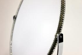 ミラーはタテ長のオーバル型、顔のおさまりが良く見やすい形です。