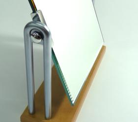 角度はお好みの角度でピタッと固定、メイクがしやすいです。
