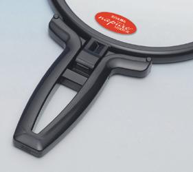 折り立てて卓上ミラーとしても使える2WAYハンドル。カーブがかった形状が握りやすくなっています。