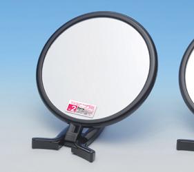 折り立てて卓上ミラーとして使うと、両手が使えてメイクがしやすいです。また、2倍拡大鏡は細部チェックや眉毛・まつ毛のお手入れに便利です。