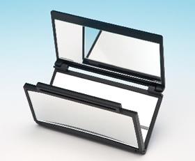 3倍の拡大鏡付き!アイメイクの汚れなどをチェックするのに最適!