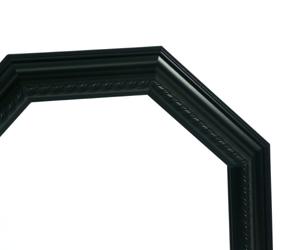 フレームのブラックは、木質感があるので温かみがあり、本格的な高級感があります。