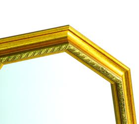 フレームのゴールドは、木質感があるので温かみがあり、本格的な高級感があります。