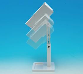 机の高さが合わなくても自分に合ったベストポジションへ。伸縮スタンドで楽な姿勢での近距離メイクが可能です。